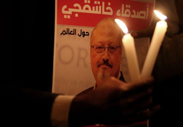 Arvostettu toimittaja Jamal Khashoggi kuoli mentyään Saudi-Arabian konsulaattiin.
