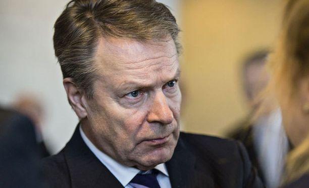 Ilkka Kanerva lupaa välittää Venäjän terveiset Suomen hallitukselle.