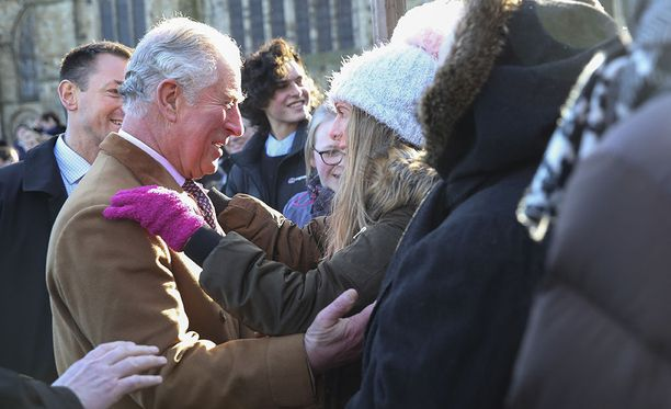 Prinssi Charles vieraili Durhamissa, jossa innokas ihailija Helen Bell antoi hänelle mojovan halauksen.