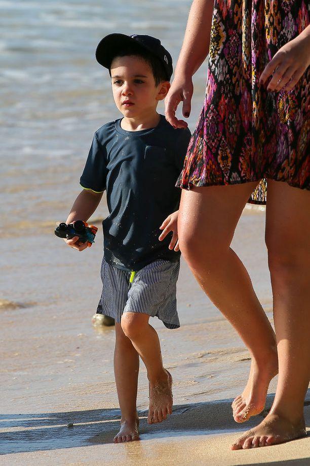 Ericin äiti Lauren oli vielä pojan syntymän aikaan naimisissa Simon Cowellin hyvän ystävän, Andrew Silvermanin, kanssa.