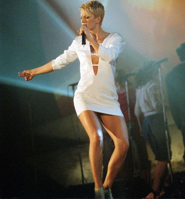 Laura edusti Suomen euroviisuissa Tallinnassa. Kappale oli Addicted to You ja vuosi 2002. Menestystä ei tullut menevästä kappaleesta ja upeasta discoprinsessatyylistä huolimatta.