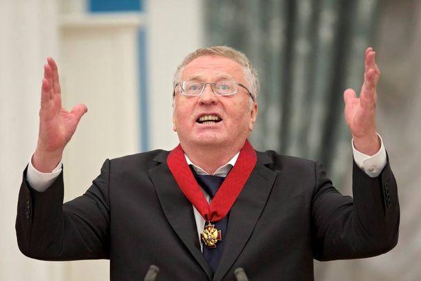 Zhirinovski uskoo, ettei Hillary Clintonin pidä päästä presidentiksi, koska tämä on nainen.