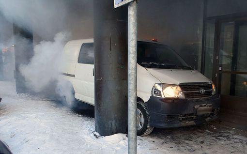 Autovarkaus täysin reisille Helsingissä – surkuhupaisa lopputulos tallentui videolle