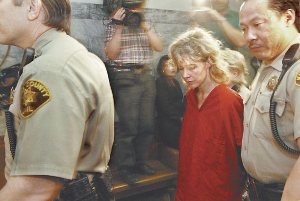 Mary Kay Letourneau saapuu oikeuteen vuonna 1998.