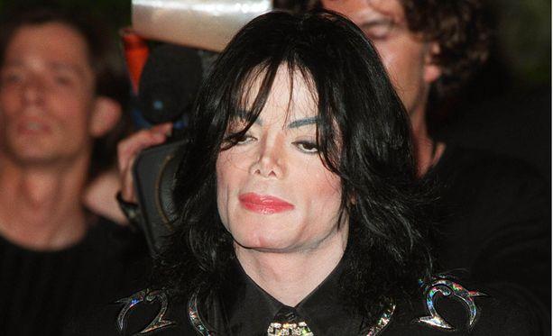 BBC Radio 2 -kanavan kerrotaan hyllyttäneen Michael Jacksonin musiikin.
