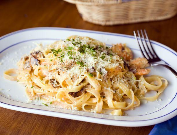 Tanakka pasta-annos voi viedä työtehot iltapäivästä.