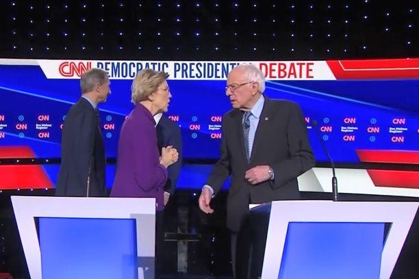 Warren ei kätellyt Sandersia.
