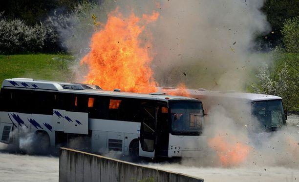 Bulgariassa turistibussiin kohdistunut terroristi-isku tappoi yhteensä kuusi henkilöä sekä iskun tekijä viime heinäkuussa. Viranomaiset toteuttivat vielä tällä viikolla testiräjähdyksiä Bulgariassa selvittääkseen tapahtumien kulkua.