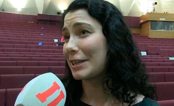 Emma Kari ei usko kärsineensä helsinkiläisyydestään. - Vihreät valitsi sellaisen puoluejohtajan, jonka halusivat, Kari kuittasi.