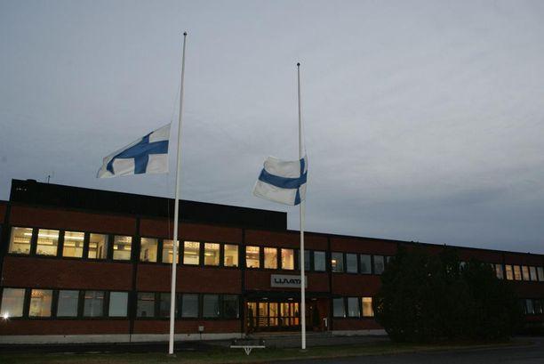 Kehittämispäällikkö Jukka Lahden työpaikalla Luvata Oy:ssä oli murhan jälkeen suruliputus.