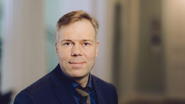"""""""Edeltäjäni Martti Hetemäki teki pitkiä päiviä, ja olen itsekin huomannut, että työtä riittää"""", Juha Majanen kertoo."""