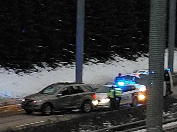 Takaa-ajo päättyi lopulta Helsingin Vuosaareen.
