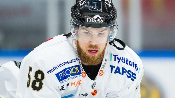 Saku Mäenalanen teki Kärppien erikoisen voittomaalin.