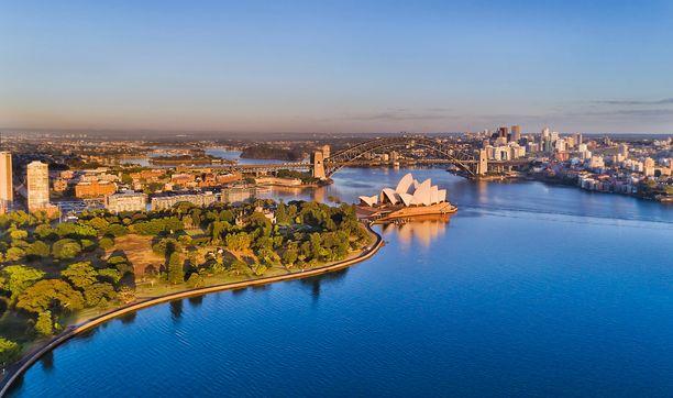 Kuuluisa oopperatalo koristaa Sydneyn satamaa.