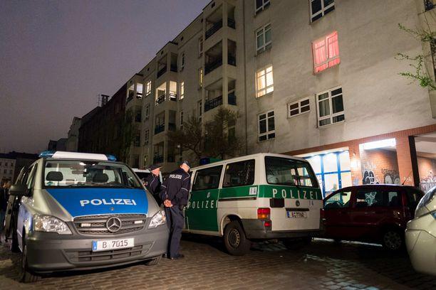Poliisia on arvosteltu tehottomuudesta klaaniongelman hoidossa. Viime aikoina poliisi on tehnyt ratsioita erityisesti Neuköllnin kaupunginosassa.