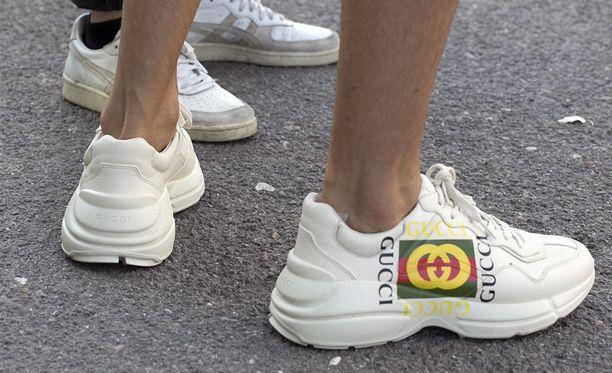 Guccin lenkkarit ovat näyttävät, mutta vaativat värinsä vuoksi ahkeraa hoitoa ja varovaisia askelia. Tämän parin hinta pyörii noin 800 euron tietämillä.
