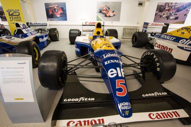 Tältä näyttää vuoden 1992 Williams Renault FW14B. Kuva Doningtonin radan yhteydessä toimivasta museosta.