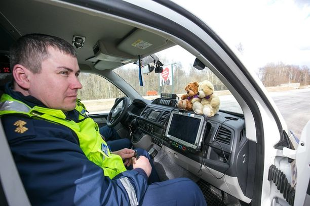 Virossa kerätään rahaa, jotta jokaiseen poliisiautoon saataisiin pehmonallet.