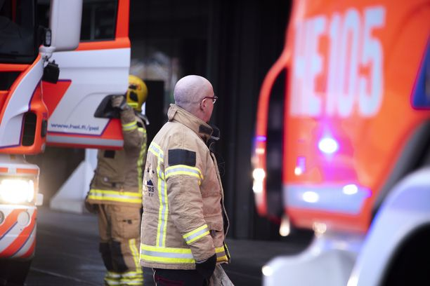 Pelastuslaitos sammutti paloa aamulla Alajärven keskustassa. Kuvituskuva.