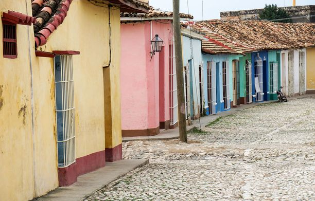 Kuuban etelärannikolla sijaitseva Trinidad oli aikoinaan orjakaupan keskuksia. Synkkä historia unohtuu helposti kaupungin viehättävää nykypäivää katsellessa.