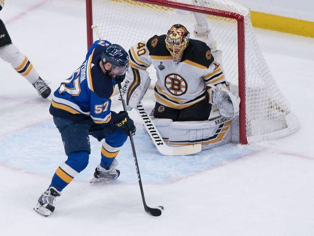 Boston Bruinsin Tuukka Rask piti joukkuettaan pelissä kiinni neljännessä Stanley Cup -finaalissa.
