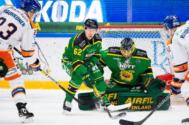 Ilves ja Tappara väänsivät tasaisesti perjantaina. Ilveksen maalivahti Lukas Dostal oli ottelun paras pelaaja.
