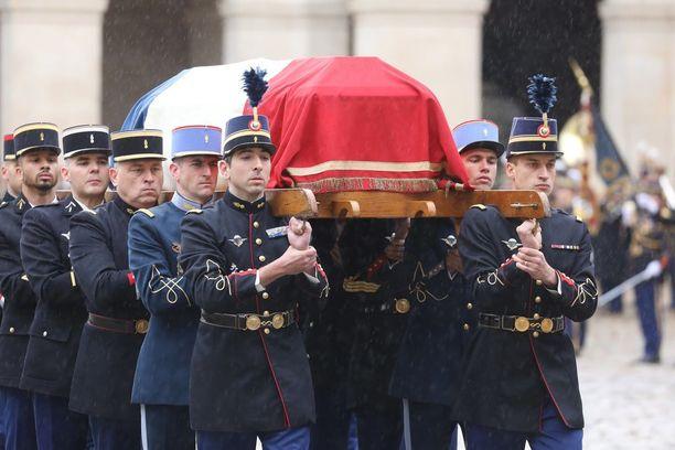 Trebesin iskussa kuollut poliisi haudattiin keskiviikkona.