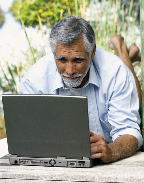 Verkon käyttämisen opettelu kannattaa myös vanhempana.