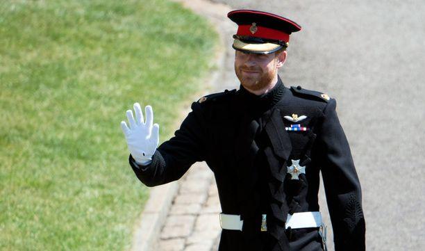 Ensimmäisen kerran koru on bongattu prinssin kädestä vuonna 2001.