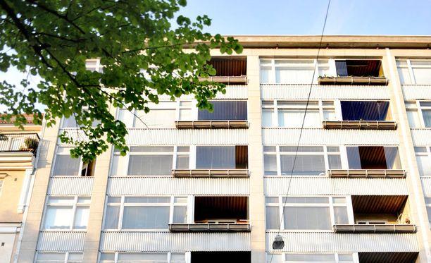 Vuokranantajan henkilöllisyys kannattaa varmistaa jo asuntoon tutustuessa, jotta ei joudu vuokrahuijauksen kohteeksi.
