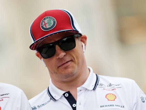 Kimi Räikkönen on ollut kauden kahtena ensimmäisenä GP-viikonloppuna Alfa Romeon selkeä ykköskuljettaja.