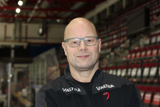 """Risto Dufva on palannut valmentajaksi synnyinkaupunkiinsa Jyväskylään: """"Tämä on spesiaalipaikka mulle. Hallilla, seurassa ja kaupungissa on paljon tuttuja."""""""