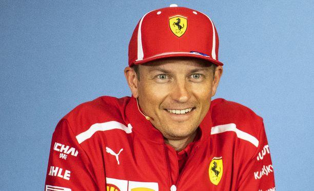 Kimi Räikkönen oli hyväntuulinen perjantain harjoituspäivän päätteeksi.