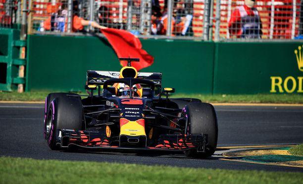 Daniel Ricciardo ei hidastanut tarpeeksi punaisten lippujen aikana.