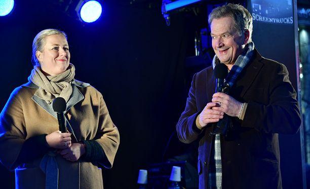 SDP:n entinen puheenjohtaja Jutta Urpilainen vieraili perjantaina tasavallan presidentin Sauli Niinistön vaalikampanjan avajaisissa Helsingissä.