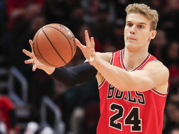 Lauri Markkanen oli iskussa viime yönä San Antonio Spursia vastaan.