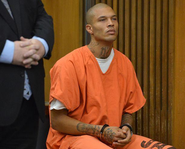 Meeks sai kahden vuoden ja kolmen kuukauden vankilatuomion aserikoksesta vuonna 2014.