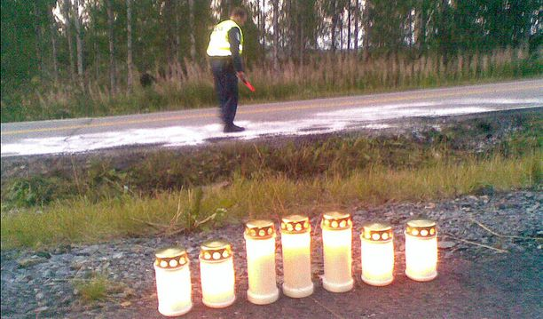 Moottoripyörää ajanut mies menehtyi saamiinsa vammoihin.