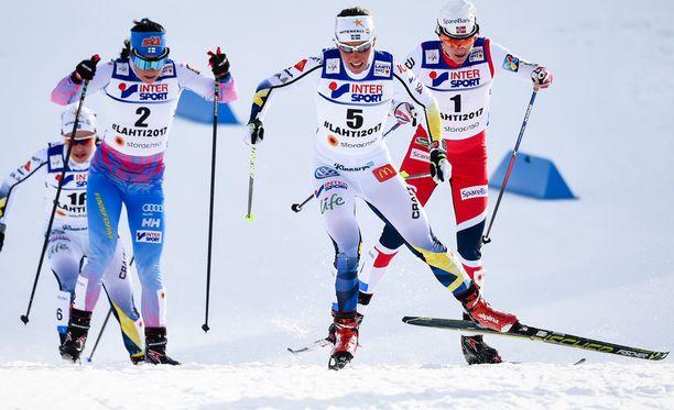Krista Pärmäkoskella (vas.) oli taas haasteita Charlotte Kallan kanssa.