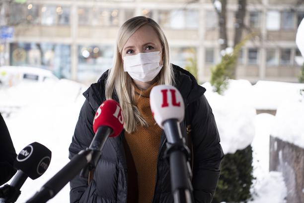 Sisäministeri Maria Ohisalo ei aio joustaa turvekysymyksessä.