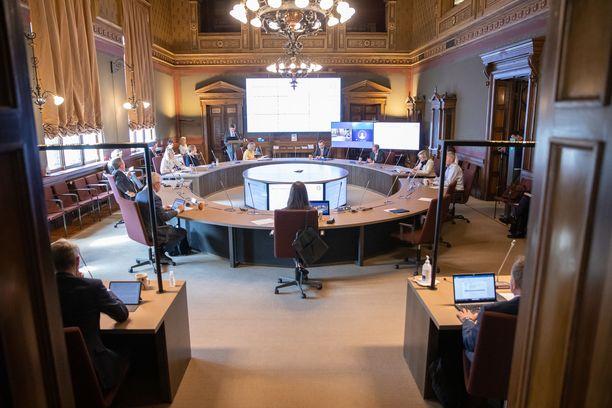 Hallitus on jälleen koolla Säätytalossa. Kuva hallituksen iltakoulusta 12. elokuuta.