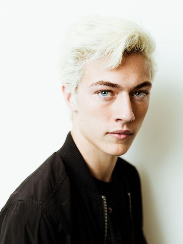 Malli Lucky Blue Smithin blondatusta lookista ammennetaan inspiraatiota miesten hiusmuotiin.