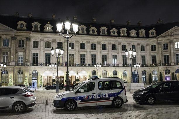 Pariisin kuuluisasta Ritz-hotellista ryöstettiin keskiviikkoiltana yli neljän miljoonan euron arvosta jalokiviä.
