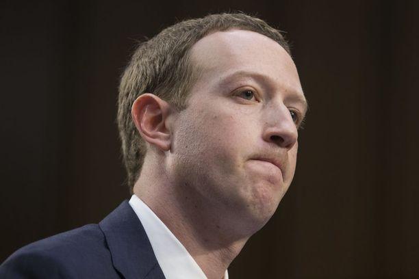 Mark Zuckerbergiä hiillostettiin tiistaina kongressissa.
