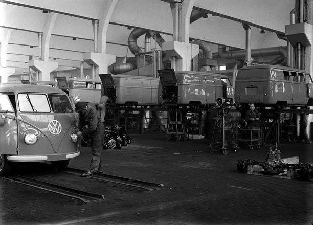 Transporter sai 60-luvulla mainetta hippibussina, kun se maalattiin psykedeelisillä väreillä.