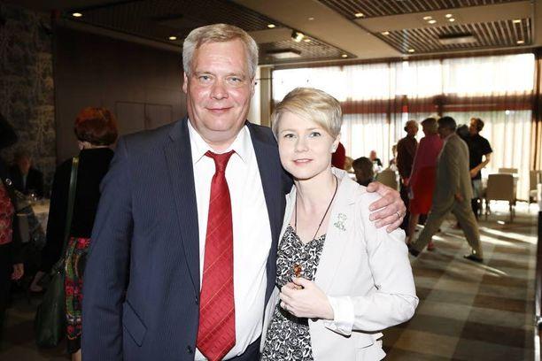 Vaimo Heta Ravolainen-Rinne tuki tuoretta puoluejohtajaa.