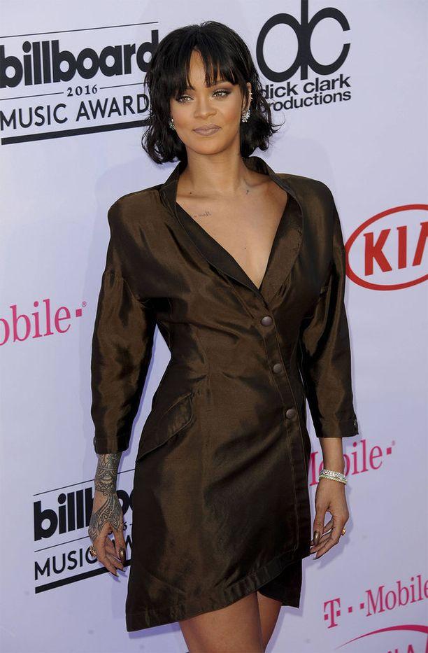 Rihannan tyyli on virkistävän vaihtelevaa! Tässä kuva muusikosta helmikuulta 2016.