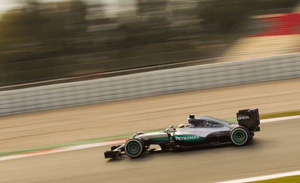 Lewis Hamiltonin ajovuoro päättyi keskiviikkona lounastaukoon.
