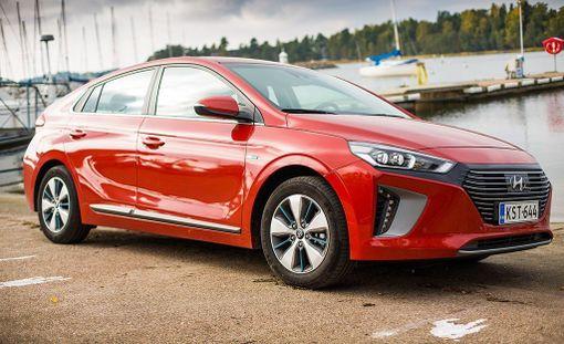 Hyundai IONIQ oli sekä koko kilpailun ylivoimainen voittaja että vuoden ympäristöystävällinen auto -kategorian voittaja.