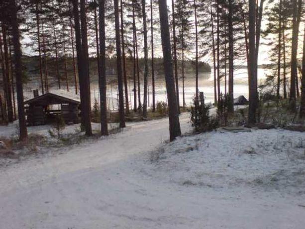 Mäntyharjulainen kelohirsihuvila oli seitsemänneksi katsotuin kohde tammikuussa. Huvila sijaitsee Vuohijärven rannalla ja sen alakerrassa on muun muassa uima-allas.